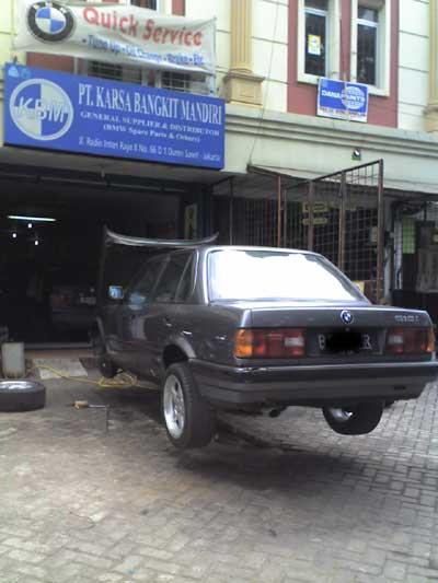 Mobil Tua Diangkat