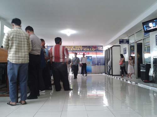 Suasana area pembuatan SIM di Polres Bekasi